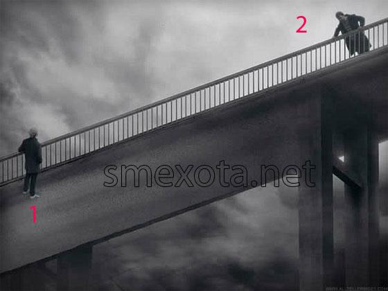 на мосту стоит человек фото