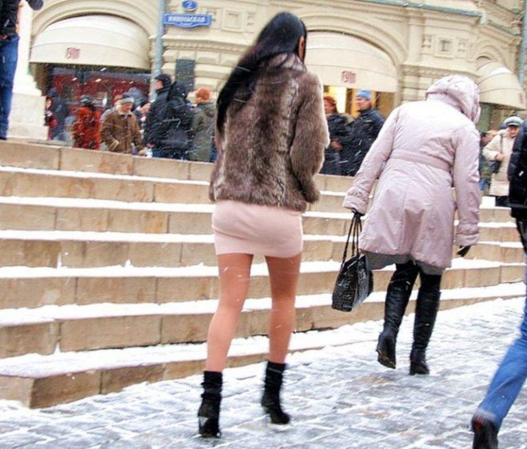 Индийки - Под юбкой зимой фото