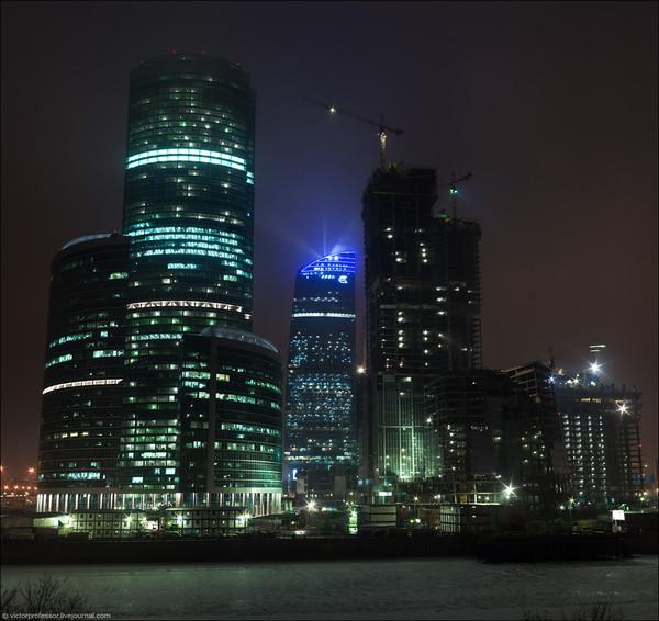 согласно москва ночью фото с телефона задача
