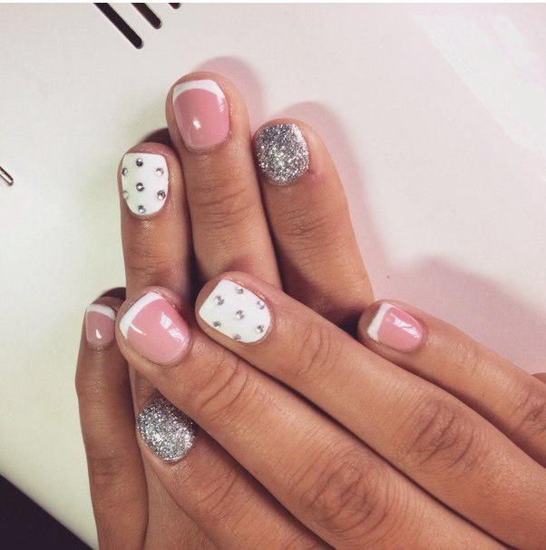 фото розовый маникюр на коротких ногтях