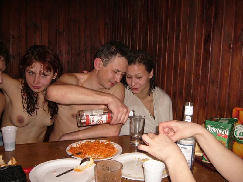 pyanie-babi-v-saune-s-muzhikami