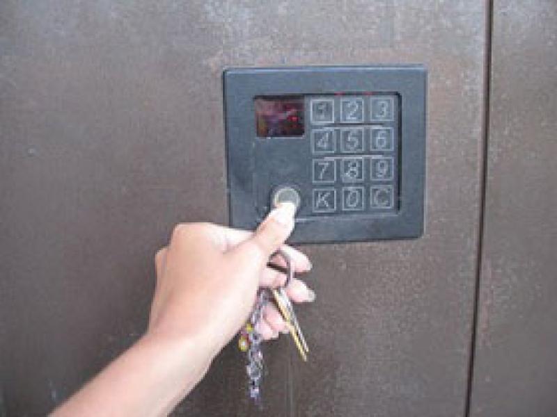 Сломался ключ в замке куда звонить москва