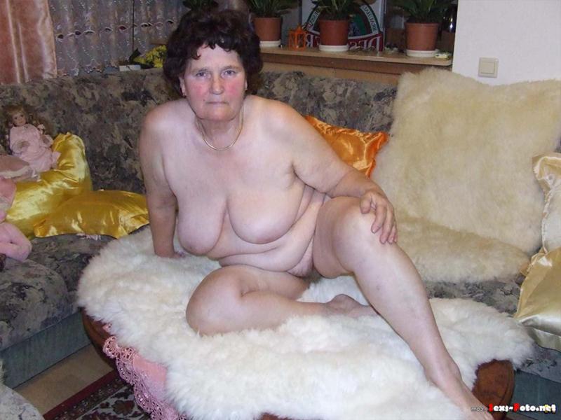 фото голая бабушка дома