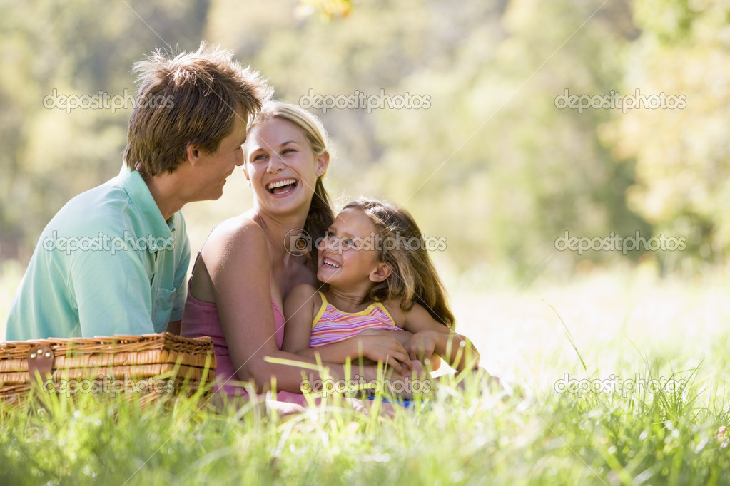 С мамочками на пикнике 12 фотография