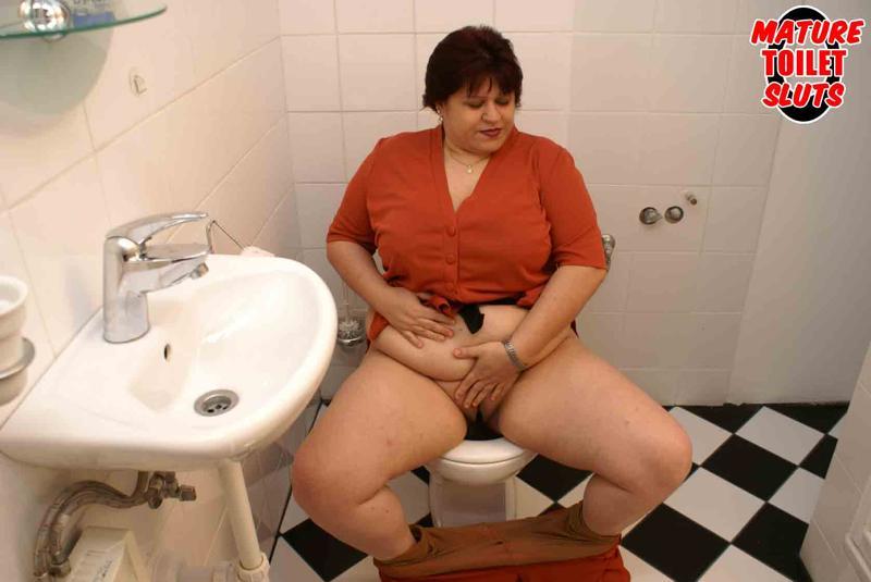 фото зрелые в туалете