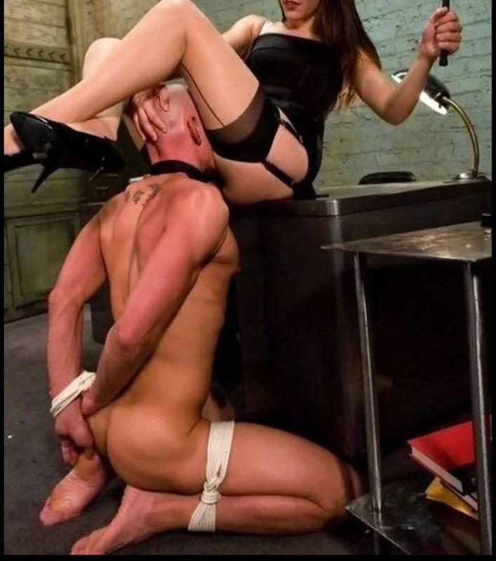 девушка доминирует над мужиком