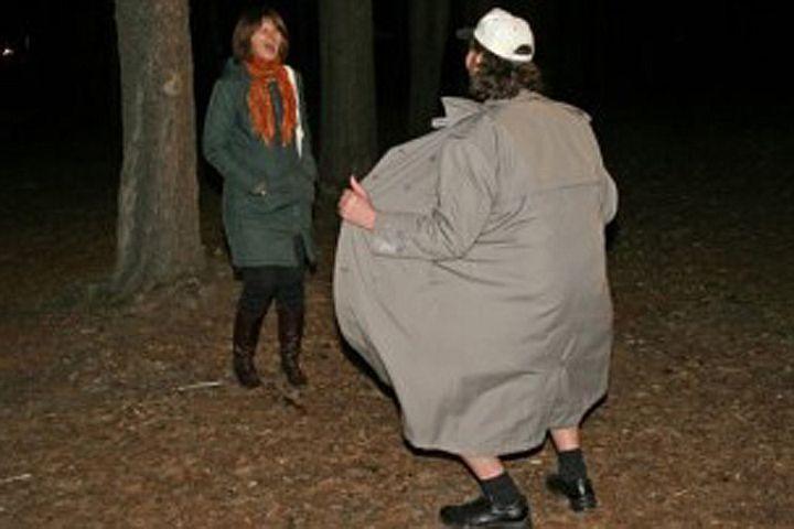 demonstriruet-na-foto-svoi-genitalii-ogromnie-krasivie-grudi