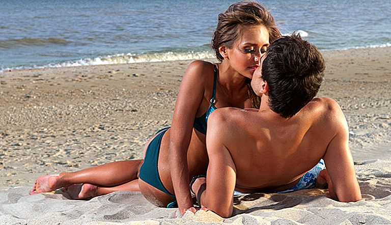 fucking-girls-on-the-beach-having-sex