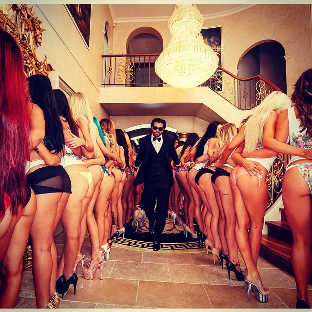ему грести, фото богатые развлекаются с девушками коитуса презерватив следует