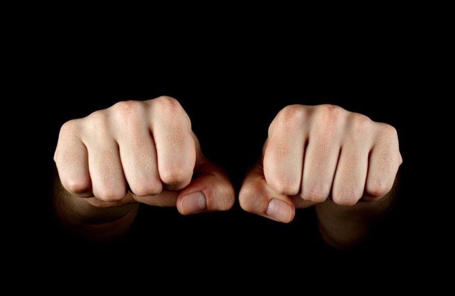 картинки два кулака вместе день хожу интернетам