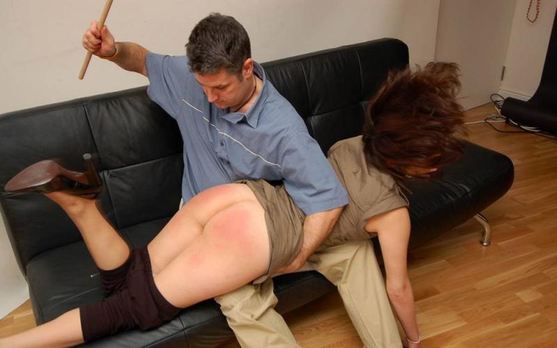 Парень наказал непослушную девку, любительская кончина в рот