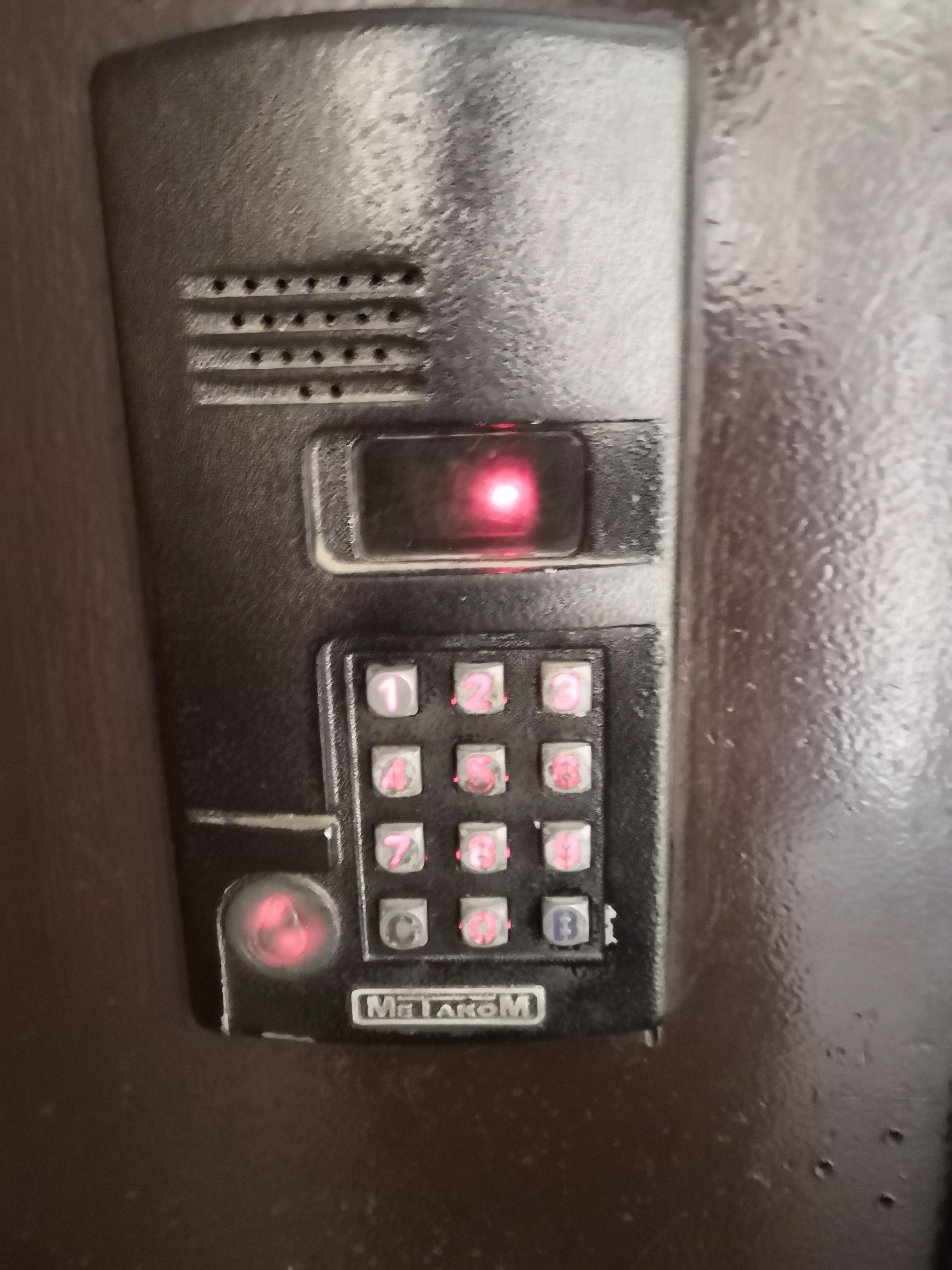 слышал, чтобы коды на домофоны метаком и их фото образом