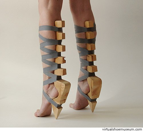 pri-stupni-nog-gimnastok-i-balerin-foto