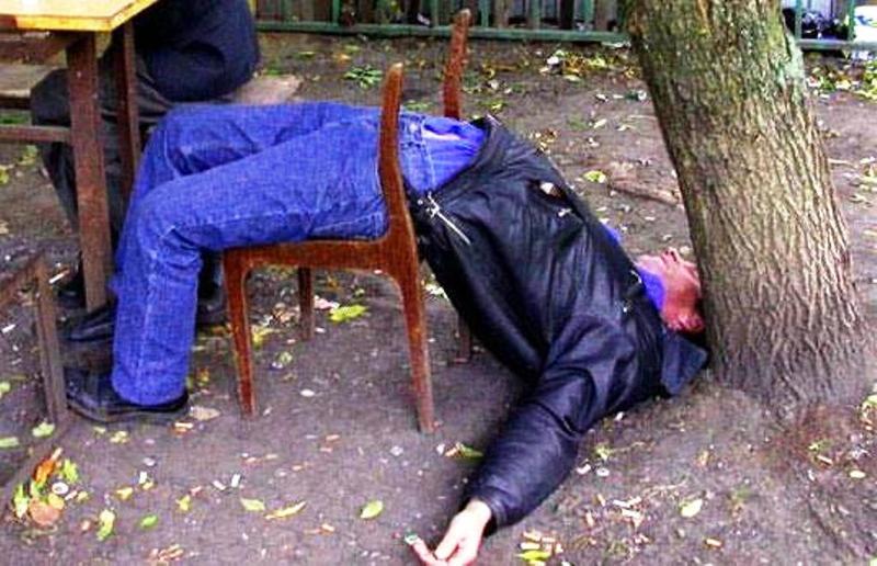 Сон, в котором вы получили в долг от алкоголика, напоминает, что в реальности запоздалое проявление чувств ни к чему хорошему привести не может.