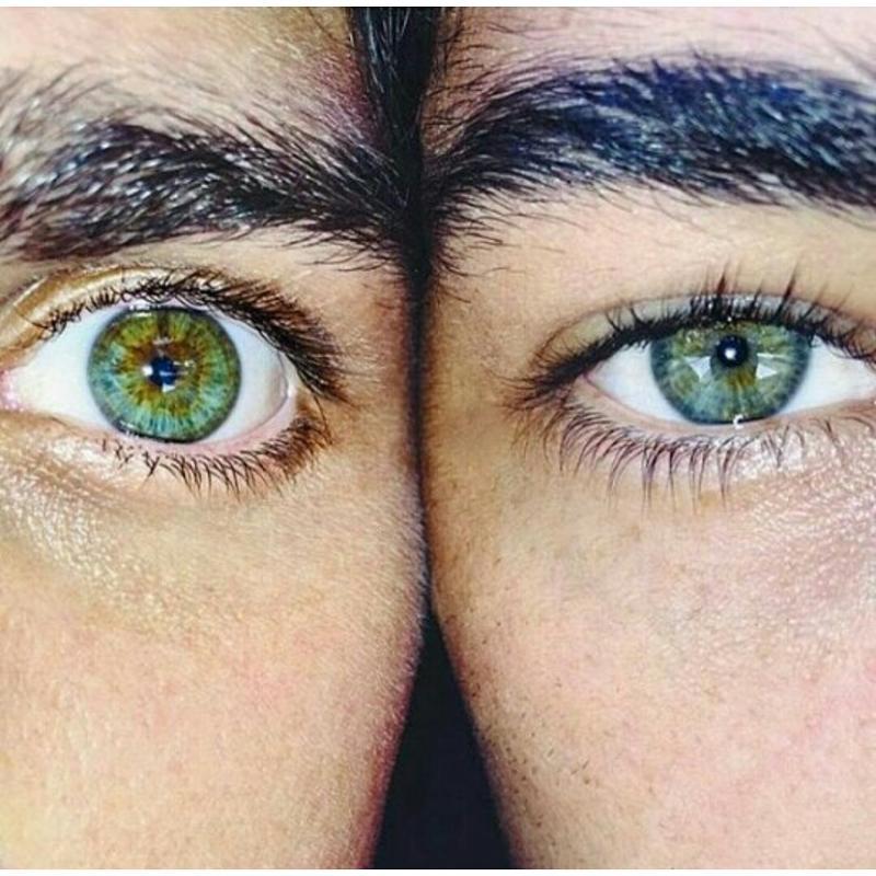 Закрыть вместе глаза на фото