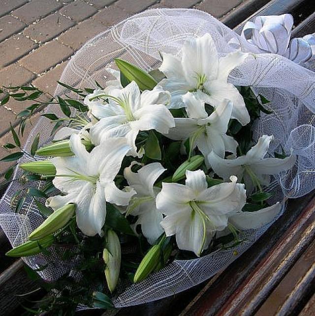 красивый букет белые лилии фото вязания
