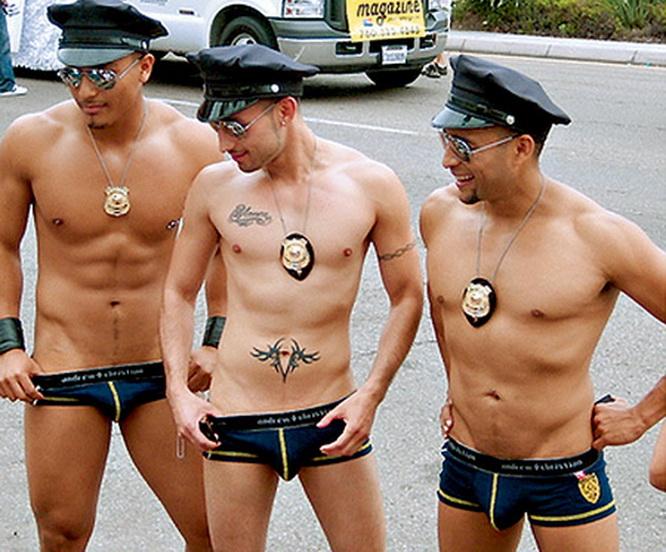 Смотреть онлайн бесплатно порно кожаные геи полицейские
