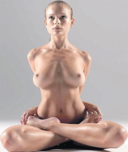 Голая женщины в позе лотоса — photo 11