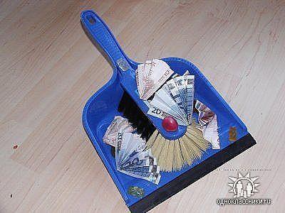 Подарок на свадьбу лопата