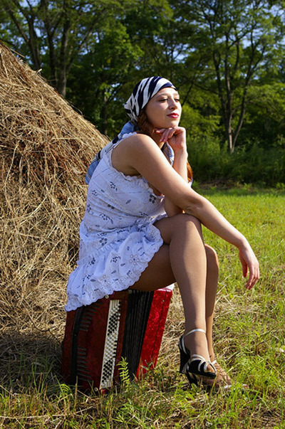 Деревенские женщины на сенокосе подглядывание