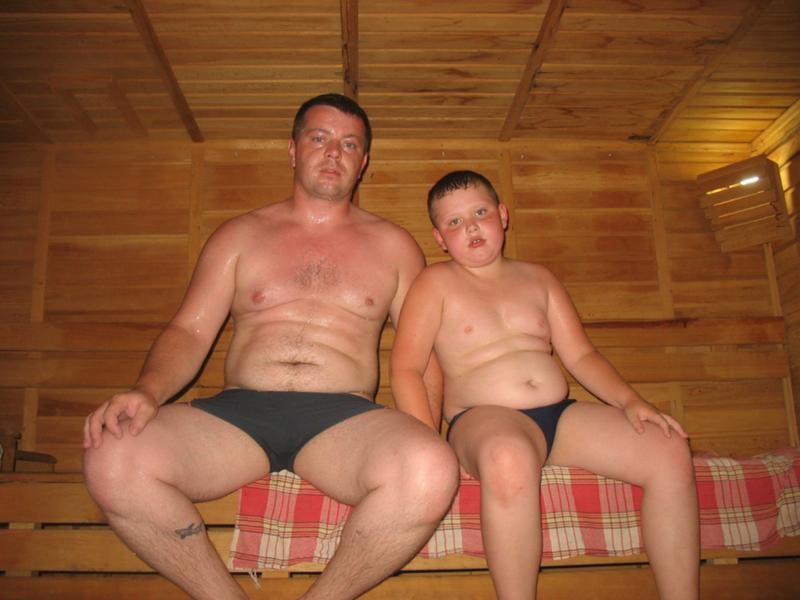 Голые русские муж и жена фото, вылезает мужикам жопу