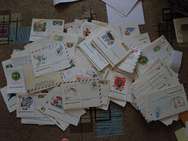 Много открыток и писем