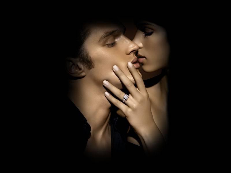 Открытка поцелуй девушки парню, цветами надписью тебя