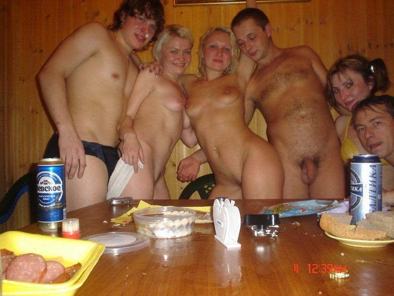 Частные фото русских девушек в бане с мужиками