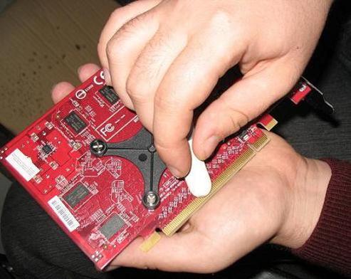 как очистить окисление контактов зарядки автономеров