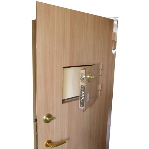 металлические двери с окном для кассы