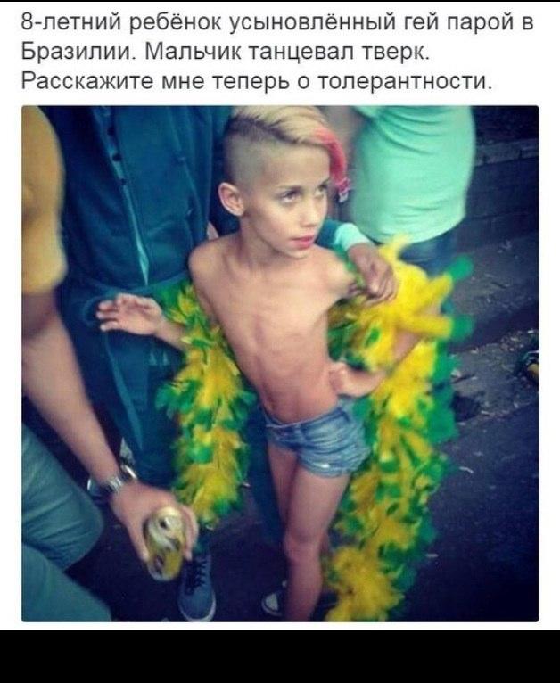 мальчику дали пососать геи