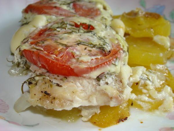 куриное филе в духовке с картошкой под сыром