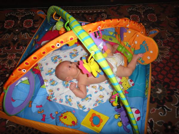 Развивающий коврик со скольки месяцев использовать