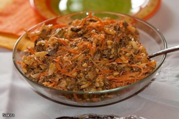 Как приготовить говяжью печень с солеными огурцами
