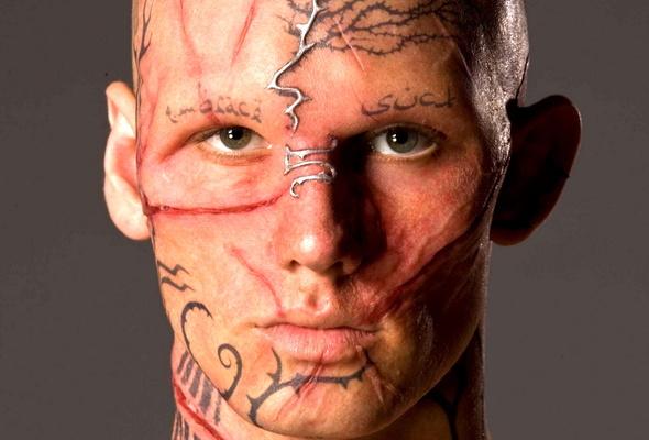 Шрамы на лице моделей