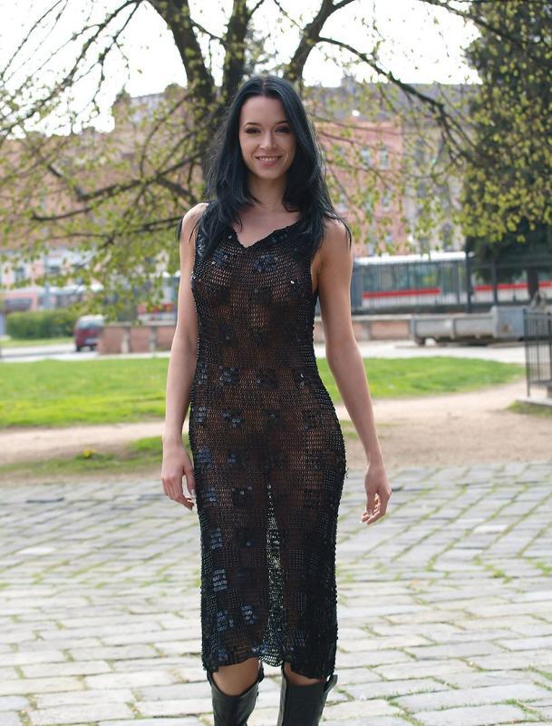 в прозрачном платье перед мужем