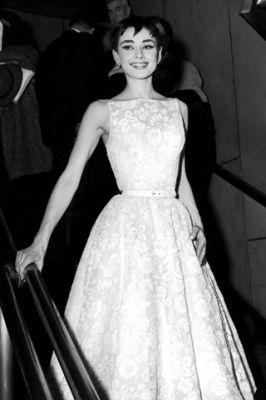 Какое платье подойдет худой девушке