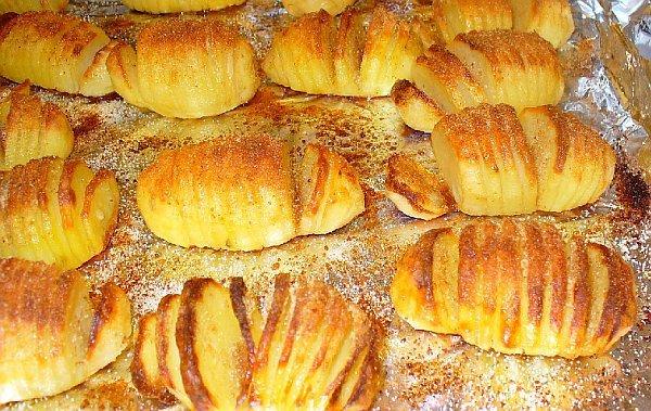 Как вкусно испечь картошку в духовке