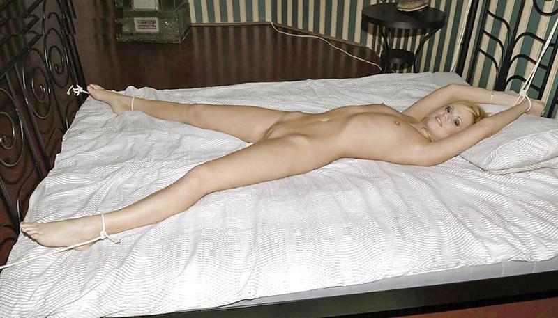 голыми развратницами фото голых привязанные девушки