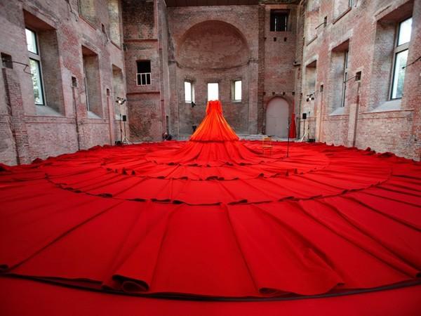 Самое большое платье было сшито для 455