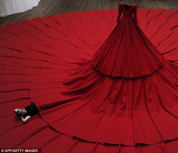 Самое большое платье было сшито для 499