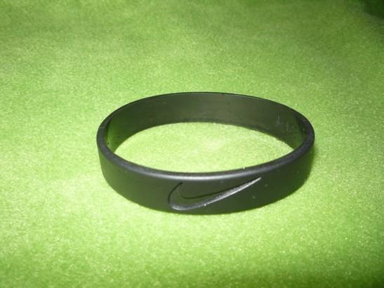 Где купить браслеты на руку резиновые