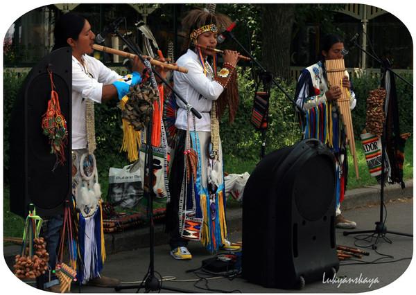 the popular music in ecuador La música en el ecuador,  mera afirma en 1982 que el alza era el nombre de una tocata y danza muy alegre y tan popular como el costillar.