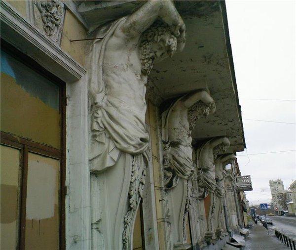 Ответы@mail.ru: в каком городе находится здание с атлантами,.
