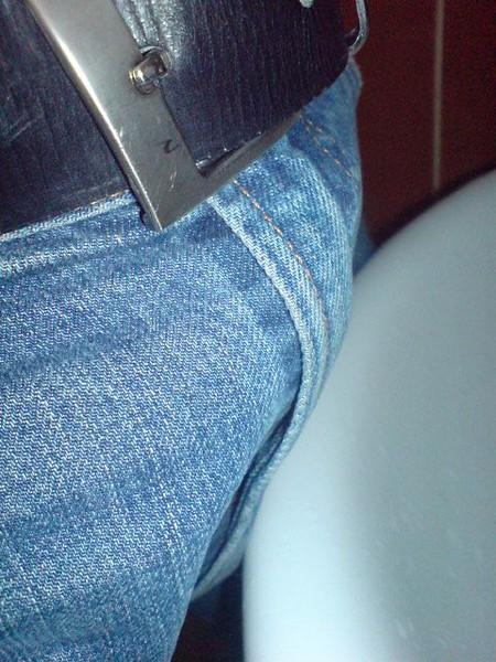 является татуировка фото члана торчащего из джинс моя изображает дворик