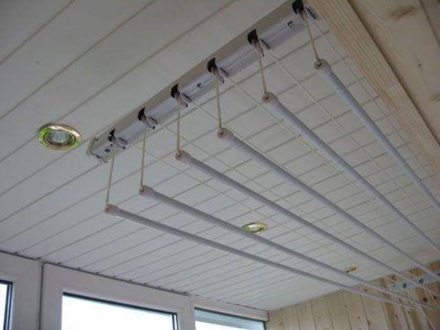 Потолочная сушилка для белья лиана: фото крепления на балкон.