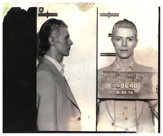 фото заключенных с табличкой