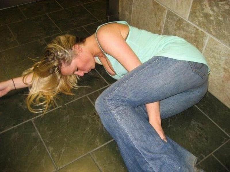 Девушка напилась и описалась видео в контакте, порно фото звезд кино америки