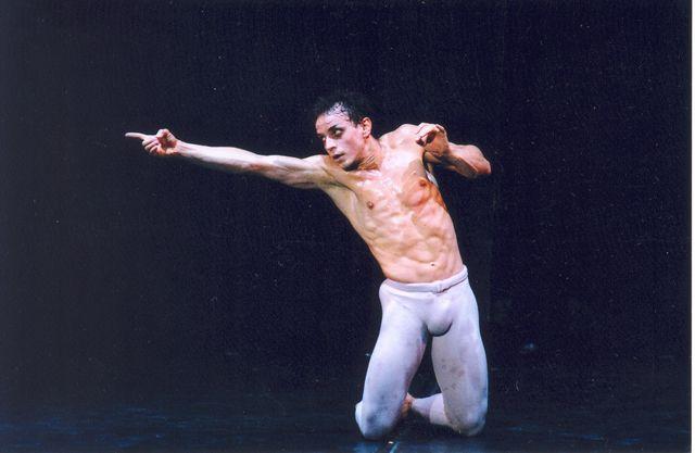 u-balerina-vstal-huy-foto