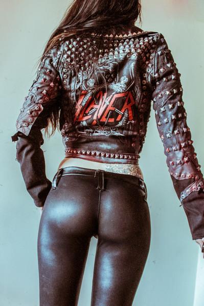 Порно фото большая жопа в оптягтвающтх штанах
